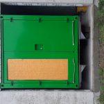 Schallschutzcontainer unter Dach